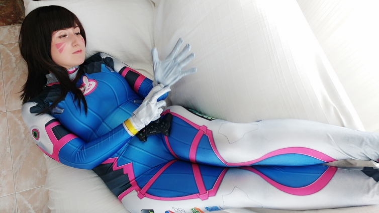 D.Va Overwatch cosplay